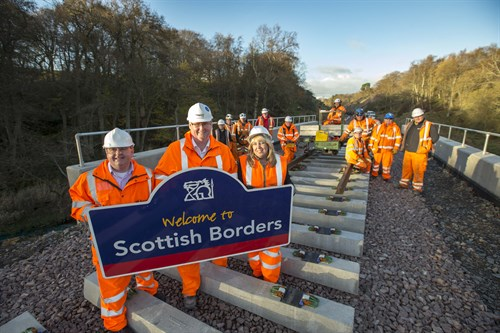 Cllr Parker , Ken Mac Gillivary , Tracey Logan And The Borders Railway Rail Installation Team (1)